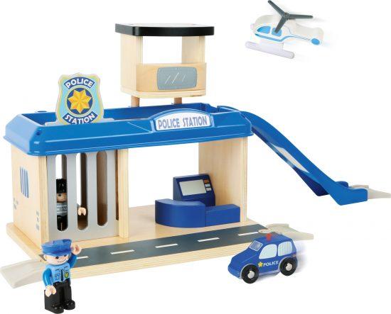Rendőrállomás fából 1